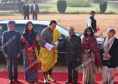 Pranab Mukherjee, Jigme Khesar Namgyel Wangchuck, Manmohan Singh, Jetsun Pema, Sharmishtha Mukherjee, Gursharan Kaur Indian President Pranab Mukherjee, third right, greets Bhutan's King Jigme Khesar Namgyel Wangchuck, third left, as Indian Prime Minister Manmohan Singh, left, Bhutan's Queen Jetsun Pema, second left, Mukherjee's daughter Sharmishtha Mukherjee, second right, and Singh's wife Gursharan Kaur pose for the media during the ceremonial reception of Wangchuk in New Delhi, India, . Wangchuck, on a seven day official visit to India, will be the chief guest on Republic Day celebrated annually on Jan. 26