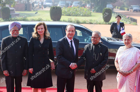 Francois Hollande, Pranab Mukherjee, Manmohan Singh,Valerie Trierweiler, Gursharan Kaur French President Francois Hollande, center, poses for the media with Indian President Pranab Mukherjee, second right, during a ceremonial reception at the Presidential Palace in New Delhi, India, . They are flanked by Indian Prime Minister Manmohan Singh, left, Hollande's partner Valerie Trierweiler, second left, and Singh's wife Gursharan Kaur, right. Hollande is on a two-day visit to India