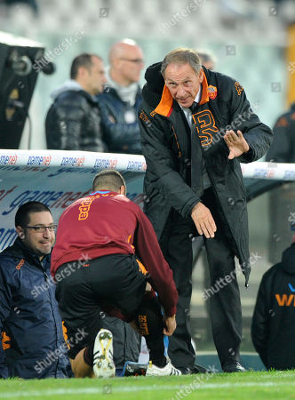 Zdenek Zeman AS Roma coach Zdenek Zeman right, talks with and AS Roma midfielder Simone Perrotta during a Serie A soccer match between Pescara and AS Roma, at the Adriatico stadium in Pescara, Italy