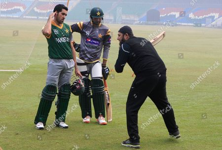 Pakistan's former skipper of cricket team and batting consultant Inzamam-ul-Haq, right, gives tips to Umar Gul and Sohail Tanvir during a training camp at Gaddafi Staduim in Lahore, Pakistan on . Haq advised his batsmen to play positively when the limited-overs series against archrival India starts later this month and predicts the team that handles the pressure better will emerge the winner