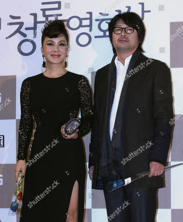 Uhm Jung-hwa, Kim Yoon-seok South Korean actress Uhm Jung-hwa and actor Kim Yoon-seok pose for photogaphers during the Blue Dragon Awards in Seoul, South Korea, . The award is a major film and art awards ceremony in South Korea