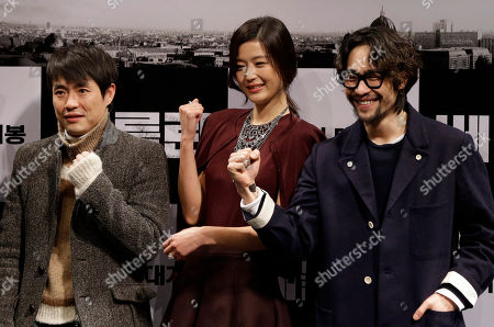 """Gianna Jun, Ryu Seung-beom, Ryu Seung-wan South Korean actress Gianna Jun, center, actor Ryu Seung-beom, right, and director Ryu Seung-wan pose for the media during a press conference promoting their new film """"The Berlin File"""" in Seoul, South Korea, . The film will be released in South Korea on Jan. 31"""