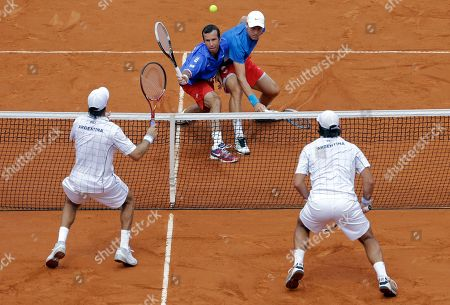 Czech Republic's Tomas Berdych, right, and Radek Stepanek, left, returns the ball to Argentina's Eduardo Schwank, right below, and Carlos Berlocq during their doubles match of the Davis Cup tennis semifinals in Buenos Aires, Argentina