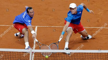 Czech Republic's Tomas Berdych, right, and Radek Stepanek, left, returns the ball to Argentina's Eduardo Schwank and Carlos Berlocq during heir doubles match of the Davis Cup tennis semifinals in Buenos Aires, Argentina