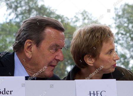Laurence Parisot, Gerhard Schroeder Head of the French Employers Federation, MEDEF, Laurence Parisot, right, sits beside Gerhard Schroeder, former Chancellor of Germany during the MEDEF summer Forum, on the campus of the HEC School of Management in Jouy en Josas, near Paris