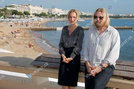 US actress Gillian Anderson and US screenwriter Allan Cubitt pose during the 28th MIPCOM (International Film and Programme Market for Tv, Video,Cable and Satellite) in Cannes, southeastern France