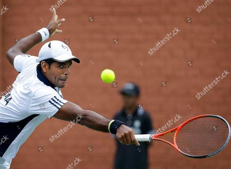 Vishnu Vardhan India's Vishnu Vardhan returns a serve while playing against New Zealand's Jose (Rubin) Statham, unseen, during their Davis Cup tennis match in Chandigarh, India