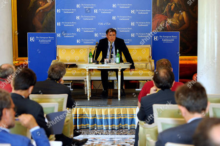 U.S. economist Nouriel Roubini, center, speaks during a meeting on the world economy in Cernobbio, Italy, . Experts and leaders gathered in Italy to discuss the global financial crisis