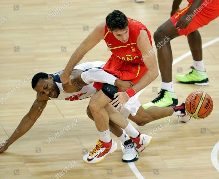 United States' Andre Iguodala and Spain's Rudy Fernandez battle for a loose ball during the men's gold medal basketball game at the 2012 Summer Olympics, in London