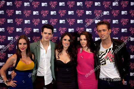 """Mexican actors Iliana Gomez, left, Martin Barba, second from left, Kendra Santa Cruz, second from right, Mauricio Henao, right, and Mexican singer Dolce Maria, center, pose during a photocall at a hotel in Mexico City, . Dolce Maria will return to the Latin music scene with the single """"Es un drama,"""" or """"It's a drama,"""" the official theme song for MTV new thriller """"Ultimo Ano,"""" or """"Last Year"""