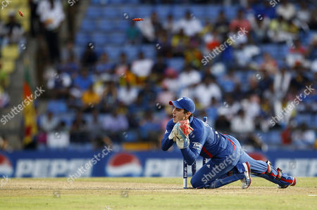 Craig Kieswetter England's wicketkeeper Craig Kieswetter breaks the stumps in an attempt to run-out a New Zealand's batsman during their ICC Twenty20 Cricket World Cup Super Eight match in Pallekele, Sri Lanka