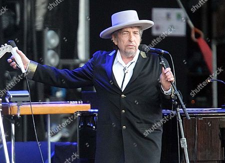 """Bob Dylan U.S. singer-songwriter Bob Dylan performing on at """"Les Vieilles Charrues"""" Festival in Carhaix, western France. A staff writer for The New Yorker has resigned and his latest book has been halted after he acknowledged inventing quotes by Bob Dylan. Jonah Lehrer released a statement Monday, July 30, through his publisher, Houghton Mifflin Harcourt, that some Dylan quotes appearing in his book """"Imagine: How Creativity Works"""" did """"not exist."""" Others were """"unintentional misquotations, or represented improper combinations of previously existing quotes"""