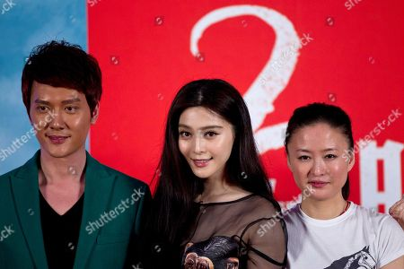 """Fan Bingbing, Feng Shaofeng, Li Yu Chinese actress Fan Bingbing, center, actor Feng Shaofeng, left, and director Li Yu pose for photos during a press conference to promote their new movie """"Double Exposure"""" in Beijing"""