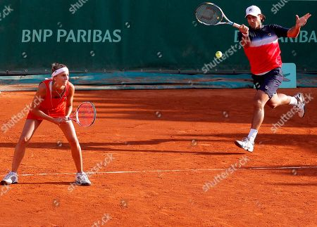 Argentina's Gisela Dulko, left, and Eduardo Schwank play USA's Serena Williams and Bob Bryan during their first round mixed doubles match in the French Open tennis tournament at the Roland Garros stadium in Paris