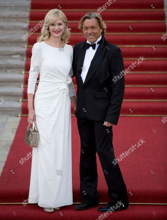 Otto Kern, Naomi Valeska Salz Fashion designer Otto Kern, right, and his wife Naomi Valeska Salz, left, arrive for a dinner for Prince Albert II of Monaco and Princess Charlene of Monaco hosted by German President Joachim Gauck, all not pictured, in Berlin, Germany