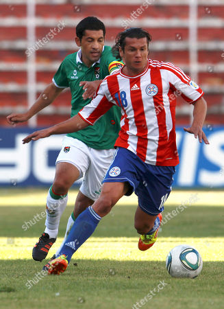 FILE - In this June 9, 2012 file picture Bolivia's Walter Flores, behind left, challenges for the ball with Paraguay's Nelson Haedo Valdez during a World Cup 2014 qualifying soccer game in La Paz, Bolivia, Germany's Eintracht Frankfurt says it has signed Paraguay striker Nelson Valdez on a two-year contract. Valdez returns to the Bundesliga, where he played for Werder Bremen and Borussia Dortmund. Valdez won the German double in 2004 with Werder, whose coach at the time was Thomas Schaaf, now in charge of Eintracht. Valdez scored 36 goals in 193 matches for Werder and Dortmund. The 30-year-old forward also had stints in Spain, Russia, Abu Dhabi and Greece before returning to the Bundesliga