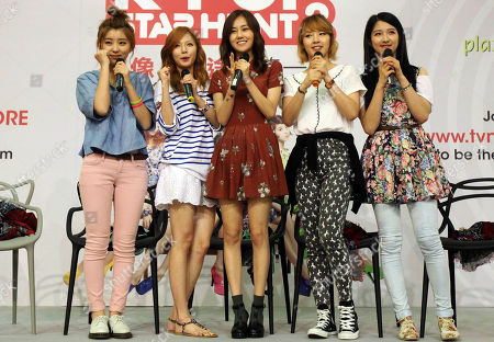 "Stock Image of South Korean girl pop group ""4minute"" from left to right, Kwon So-Hyun, Kim Hyun-Ah, Heo Ga-Yoon, Jeon Ji-Yoon and Nam Ji-Hyun pose at a meet-and-greet session in a local mall in Singapore"