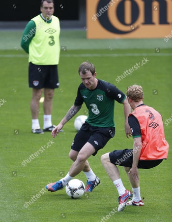 Ireland's Glenn Whelan, centre, and Paul Green, right, and assistant coach Marco Tardelli, left, during a training session of Republic of Ireland at the soccer Euro 2012 in Gdynia, Poland
