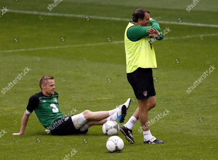 Ireland's Damien Duff, left, and assistant coach Marco Tardelli attend a training session of Republic of Ireland at the soccer Euro 2012 in Gdynia, Poland