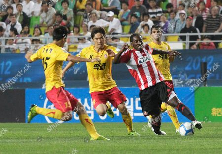 Roarie Deacon, Kim Pyung-rae, Kim Sung-joon England's Sunderland AFC's Roarie Deacon, second from right, fights for the ball against South Korea's Seongnam Ilhwa's Kim Pyung-rae, left, and Kim Sung-joon during their 2012 Peace Cup Suwon match at Suwon World Cup Stadium in Suwon, South Korea, . Seongnam Ilhwa won the match 1-0