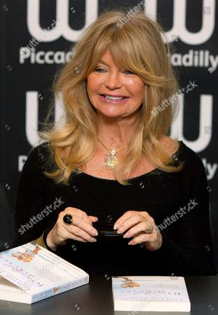 Goldie Hawn U.S actress Goldie Hawn arrives to sign copies of her new book, '10 Mindful Minutes', in collaboration with acclaimed British poet Wendy Holden, at a book store in Piccadilly, London