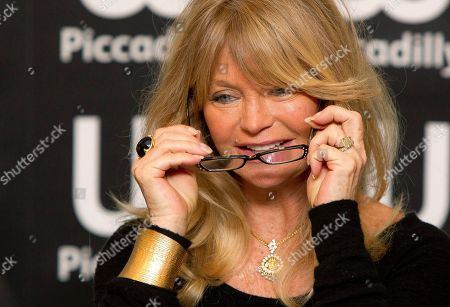 Goldie Hawn U.S actress Goldie Hawn arrives to sign copies of her new book, '10 Mindful Minutes', in collaboration with acclaimed British poet Wendy Holden, at a book store in Picadilly, London