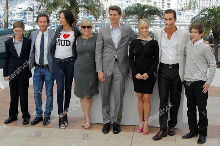 Jacob Lofland, Aaron Ryder, Lisa Marie Falcone, Sarah Green, Jeff Nichols, Reese Witherspoon, Matthew McConaughey, Tye Sheridan From left, actors Jacob Lofland, producers Aaron Ryder, Lisa Marie Falcone, Sarah Green, director Jeff Nichols, actors Reese Witherspoon, Matthew McConaughey and Tye Sheridan pose during a photo call for Mud at the 65th international film festival, in Cannes, southern France