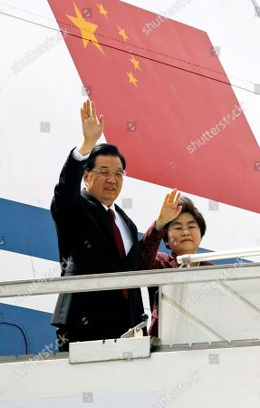 Hu Jintao, Liu Yongqing Chinese President Hu Jintao and his wife Liu Yongqing wave upon landing at the airport to attend the BRICS summit in New Delhi, India, . A Tibetan exile who set himself on fire in India to protest Hu's visit died Wednesday, while hundreds of other activists were being held without charge before the president's arrival for a summit with India, Russia, Brazil and South Africa