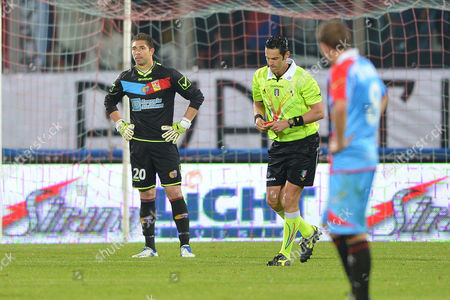 Referee Andrea De Marco, center, gives Catania goalkeeper Juan Pablo Carrizo, of Argentina, left, a red card during Serie A soccer match between Catania and Lecce at the Angelo Massimino stadium in Catania, Italy