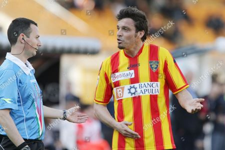 Massimo Oddo Lecce's Massimo Oddo, right, argues with referee after receiving the red card during a Serie A soccer match between Lecce and Palermo, at the Via del Mare stadium in Lecce, Italy
