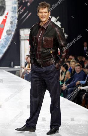 Alexei Yashin Russian professional ice hockey player Alexei Yashin displays a creations by Russian designer Shiyan during Fashion Week in Moscow, Russia