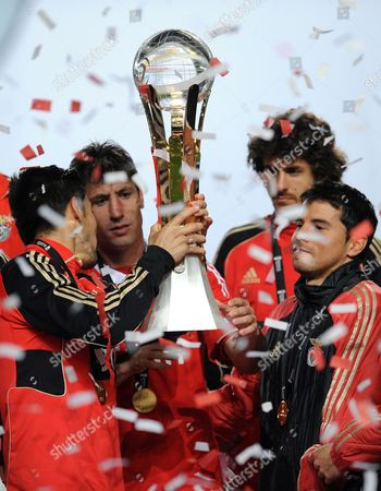 Benfica's Manuel 'Nolito' Agudo from Spain, Joan Capdevila from Spain, Pablo Aimar from Argentina and Javier Saviola from Argentina, from left to right, celebrate with the trophy after defeating Gil Vicente 2-1 in their Portuguese League Cup final soccer at the Cidade de Coimbra stadium, in Coimbra, Portugal