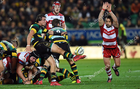 Northampton's Lee Dickson kicks the ball upfield which Gloucester's Greig Laidlaw (capt) cannot stop - Rugby Union - Aviva Premiership - round 5 - Northampton Saints V Gloucester Rugby - 28/10/16 - At Franklin's Gardens, Northampton UK. Photo Credit - Tom Dwyer/Seconds Left Images