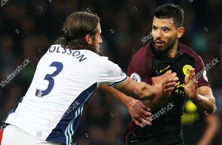 Jonas Olsson of West Bromwich Albion blocks off Sergio Aguero of Manchester City during the Premier League match between West Bromwich Albion and Manchester City played at the Hawthorns, West Bromwich on 29th October 2016