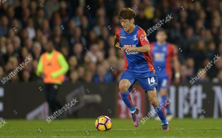Chung-Yong Lee of Crystal Palace during the Premier League match between Crystal Palace and Liverpool played at Selhurst Park, London on 29th October 2016
