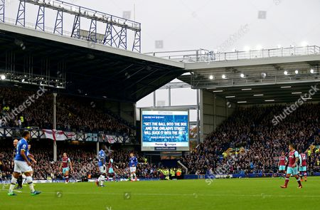 A Howard Kendall quote is displayed on the screen during the game