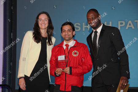 Ledley King gives Mentoring and Coachin Award to Ashish Patel. Mayor of London praises volunteers for the work they do to help fellow Londoners and make the city a better place.