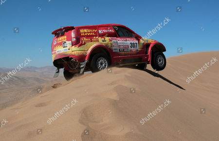 Great Wall's driver Carlos Souza from Portugal and co-driver Jean-Pierre Garcin from France compete in the seventh stage of the 2012 Argentina-Chile-Peru Dakar Rally through Copiapo, Chile