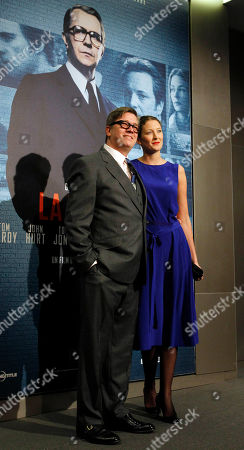 Swedish director Tomas Alfredson, left, and his wife Charlotte Oberg pose before the French Premiere of La Taupe (Tinker, Tailor, Soldier, Spy) in Paris