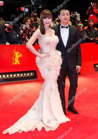 Tong Dawai, Guan Yue Actors Tong Dawai, right, and his wife actress Guan Yue arrive for the screening of the film 'The Flowers Of War' (Jin Ling Shi San Chai) at the 62 edition of the Berlinale, International Film Festival in Berlin