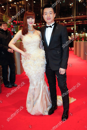 Tong Dawai, Guan Yue Actors Tong Dawai, right, and his wife actress Guan Yue arrive for the screening of the film 'The Flowers Of War '(Jin Ling Shi San Chai) at the 62 edition of the Berlinale, International Film Festival in Berlin
