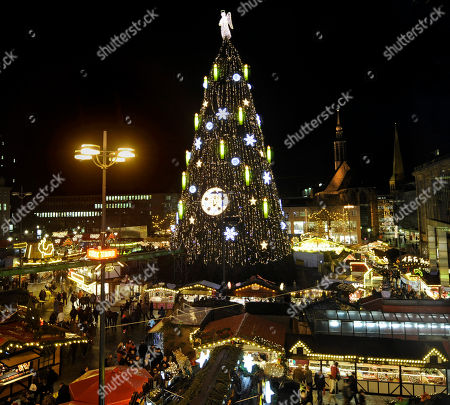 according to the market organisers the worlds largest christmas tree towers above the christmas market - Largest Christmas Tree