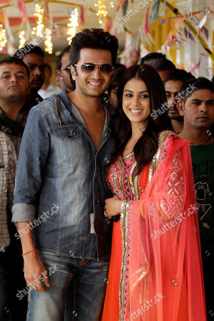 """Ritesh Deshmukh, Genelia D'Souza Newly married Bollywood actors Ritesh Deshmukh, left and Genelia D'Souza pose for photographs as they arrive to promote their upcoming movie """"Tere Naal Love Ho Gaya"""" in Ahmadabad, India, . The film will be released on Feb. 24"""