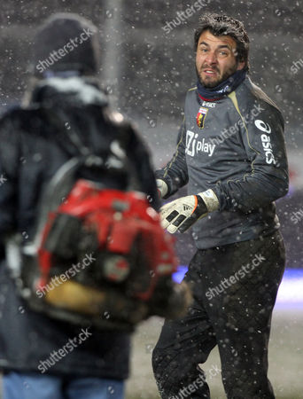 Sebastien Frey Genoa's French goalkeeper Sebastien Frey, right, reacts after the Serie A soccer match between Atalanta and Genoa was canceled due to inclement weather in Bergamo, Italy