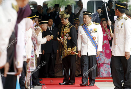 Mizan Zainal Abidin Malaysia's outgoing King, Sultan Mizan Zainal Abidin, center, shakes hand with members of parliament during his official farewell ceremony at Parliament Square in Kuala Lumpur, Malaysia, . Mizan Zainal Abidin, who was proclaimed the Malaysia's 13th king on Dec. 13, 2006 for a five-year rotation period, completed his reign on Monday