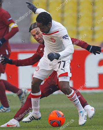 Jean Makoun,Bebras Natcho Olympiacos' Jean Makoun, front, challenges for the ball with Rubin's Bebras Natcho during their Europa League Group A Soccer match in Moscow, Russia