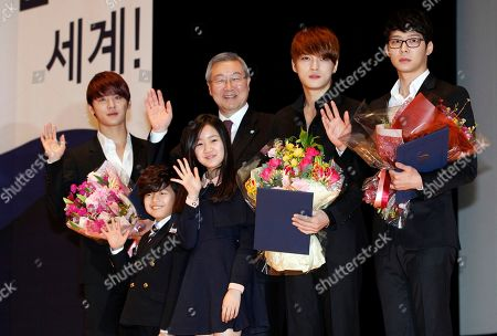 Kim Sung-hwan, Kim Jun-su, Kim Jae-joong, Park Yu-chun, Jin Ji-hee, Wang Seok-hyeon South Korean K-pop group JYJ members Kim Jun-su, left, Kim Jae-joong, second right, and Park Yu-chun pose with Foreign Minister Kim Sung-hwan, second from left, actress Jin Ji-hee, third from left, and actor Wang Seok-hyeon, second from left, as the celebrities are named as an honorary ambassador for 2012 Seoul Nuclear Security Summit which will be held in March 26-27, in Seoul, South Korea