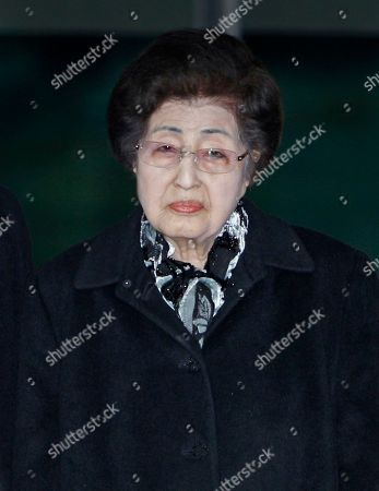 Lee Hee-ho Lee Hee-ho, the wife of the late former South Korean President Kim Dae-jung, arrives at the Inter-Korean Transit Office from North Korea at the border village of Paju in the demilitarized zone, South Korea, . Lee and Hyundai Group Chairman Hyun Jeong-eun were part of the only group allowed by South Korea to deliver their condolences for the late North Korean leader Kim Jong-Il in Pyongyang, North Korea