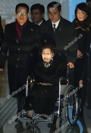 Lee Hee-ho Lee Hee-ho, center, the wife of the late former South Korean President Kim Dae-jung, arrives at the Inter-Korean Transit Office from North Korea at the border village of Paju in the demilitarized zone, South Korea, . Lee and Hyundai Group Chairman Hyun Jeong-eun were part of the only group allowed by South Korea to deliver their condolences for the late North Korean leader Kim Jong-Il in Pyongyang, North Korea