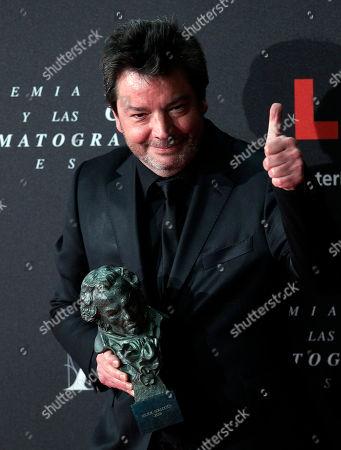 """Enrique Urbizu Spanish film director Enrique Urbizu holds his Goya trophy after winning the best director award for the film """"No habra paz para los malvados"""" at the Goya film awards ceremony in Madrid, Spain"""